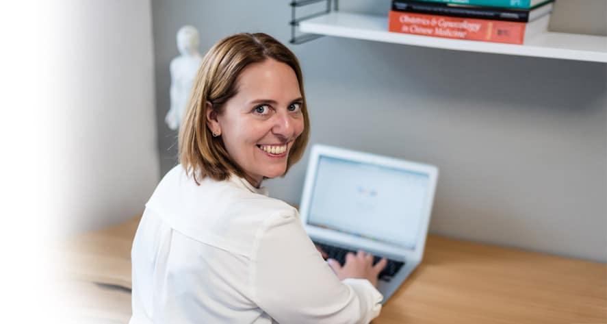 Melanie Peters - Acupunctuur voor vrouwen - Online menstruatie consult-mobile